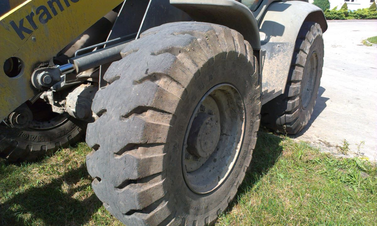 MAGNA 17 5R25 MA05 L5 tyres working at recycling company in